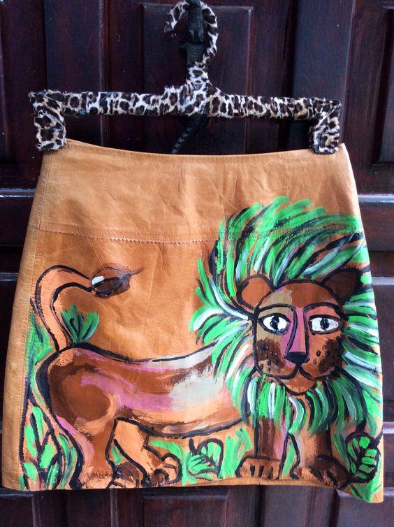 Falda de piel con León. $50 dlls.