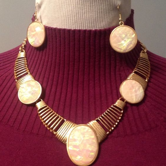 """HOST PICK Necklace & Earrings NWOT Pictures do not do this necklace justice.  The decorative pieces are faceted and catch the light. This gold toned necklace is 18"""" long with a 2.5"""" extender. Tried on but never worn.  It's NWOT. Jewelry Necklaces"""