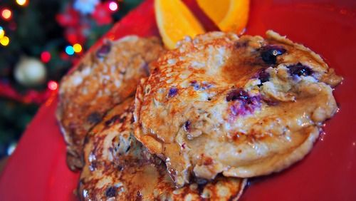 Gluten Free- blueberry & banana pancakes... 3 ingredients NO FLOUR?!  I'm trying it, I'll let you know
