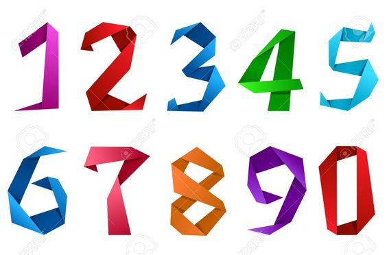Números del 0 al 9, en origami. Diferentes colores. Fondo blanco.