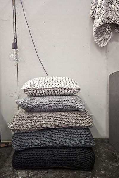 cozy cushions and pillows / kuschelige Kissen