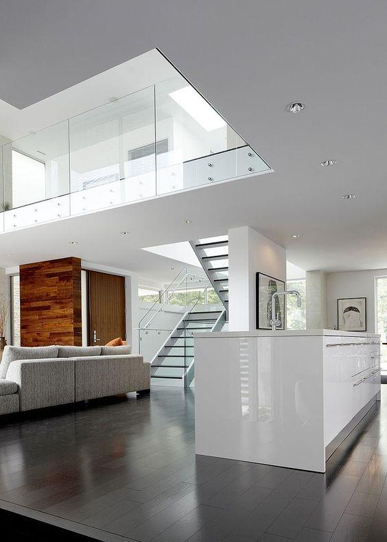 Dit is echt prachtig. mooie donkere vloer met witte keuken. houten ...