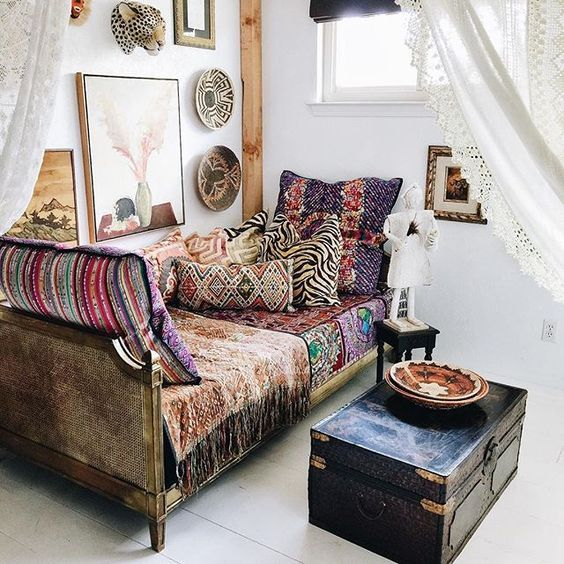 Day bed bohemian interior and patterns on pinterest for Bohemian style daybed