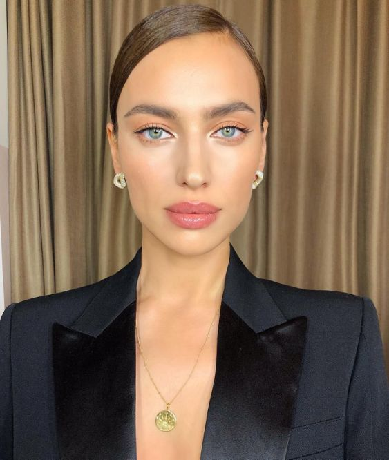 A Celebrity Makeup Artist Told Me 4 Tips To Look Younger If You Re Into That In 2021 Celebrity Makeup Artist Celebrity Makeup Makeup Looks