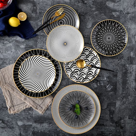 Complete your dining table with luxury with a fine porcelain dish set combined with the coloring techniques from the famous porcelain factory. We focus on white-black-gold colors. Help highlight the food to stand out and compatible with almost all tablecloths. Impressing family members and the next guest with this dish set that our store is proud to present.