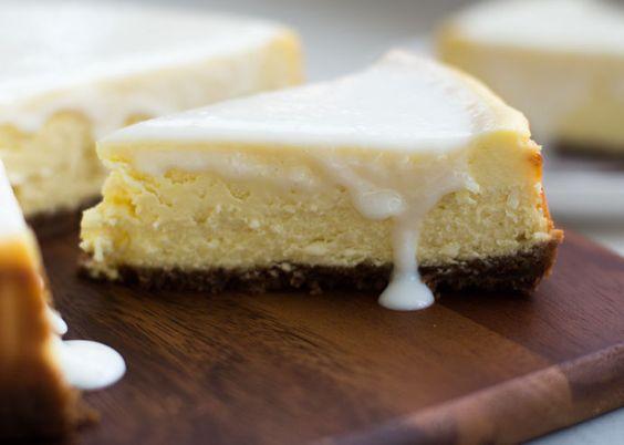 Het beste recept voor de allerlekkerste witte chocolade cheesecake met Bastogne bodem. Smeuïg tot de laatste kruimel!