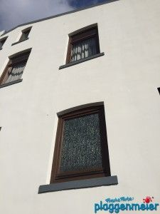 Auch die Fenster wurden im traditionellen Pulververfahren aufgearbeitet - Fassadensanierung in Hemelingen - Malereibetrieb Bremen