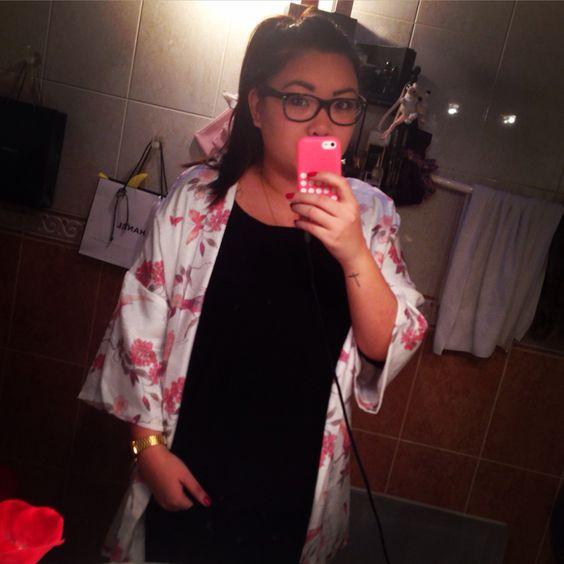 Look  Sortie au restaurant avec la coupine :)  Kimono :H&M Tee shirt :H&M  Blue jean  Montre : casio  Makeup :Nude Chaussures : Adidas Stan Smith