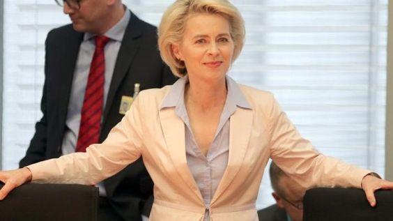 (nicht auf den linksfreimaurerähnlichen Ton achten - Nur die Info ist interessant) Verteidigungsministerin von der Leyen gehört zu den deutschen Vertretern auf der Bilderberg-Konferenz. /Archiv