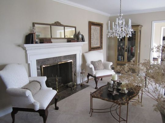 I usually hate super-formal rooms but this is simply gorgeous. @Apartment Therapy
