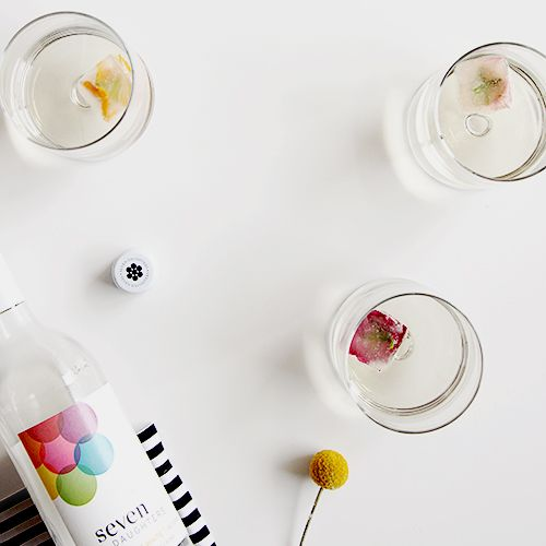 Tip: Keep @7DWine white wine ice cubes in the freezer to keep your glass extra chilled. Add edible flowers for an extra splash of color.