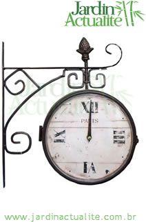 Relógio de Plataforma Ferroviária, em ferro e vidro. Peça do acervo Jardin Actualité - www.relogios.jardinactualite.com.br