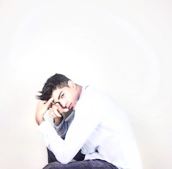 David Lafuente 🤔😍 #cantor #espanha #auryn