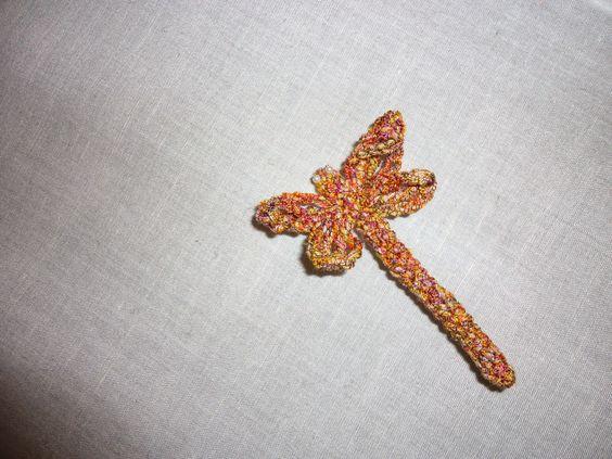 Curtains brooch in Carioca yarn, by Fiorella Sartori  http://www.adriafil.com/uk/scheda-filato.html?id_cat=27&id_gr=2&id_filato=CW  #adriafil #brooch #spilla #libellula #dragonfly #carioca #yarn #filato #fantasia #idee #idea #tende #hobbycasa #casa #accessori #accessoires #fancy #imagination #tenda #curtain #curtains #pin #creaitivtà #creativity #summer #estate #cotton #linen #lino #blog #gomitolo #novità #colore #tropicale