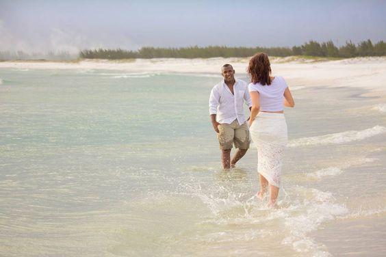 #job #locationshoot #shooting #canon #couple #beach #brazil #casal #locacao #praia #canonphotography #photolovers #love #amor #felicidadeaosnoivos #noivos #noiva #noivo #bride #groom by larytelesfotografia