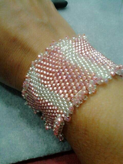 Finalizei meu bracelete.... lindo! Obrigado a todas as meninas que nos ensinam. Beijos