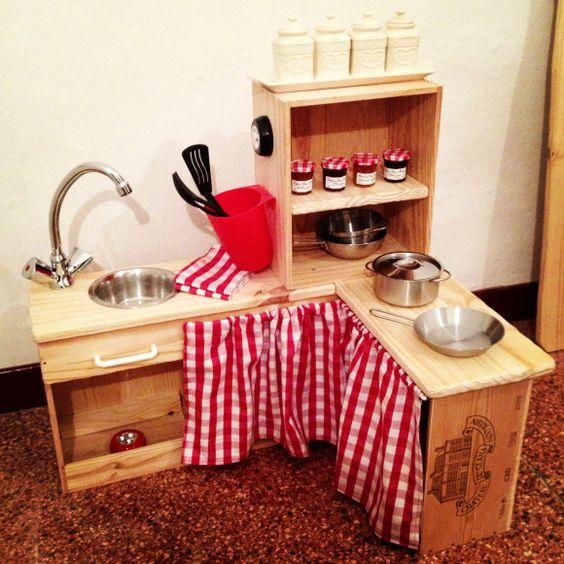Cuisine pour enfant base de caisse de vin histoire de for Fabriquer cuisine enfant