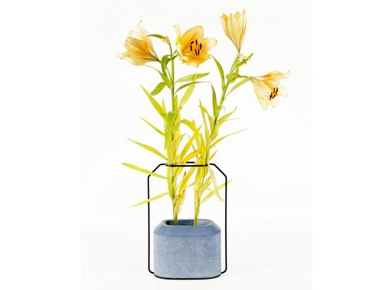 Vaso de cimento WEIGHT VASE B by Specimen Editions   design Thinkk Studio