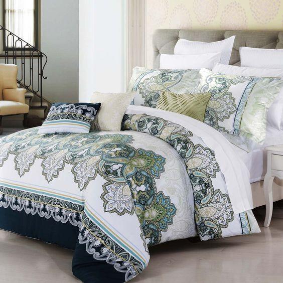cette housse de couette riches de remous de s rie bleu et vert sur un fond blanc croquant rend. Black Bedroom Furniture Sets. Home Design Ideas