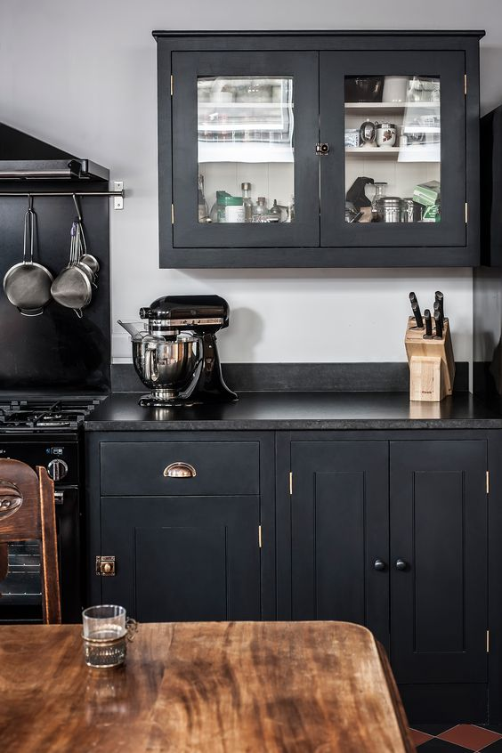 Black Worktops and Georgian Brass Handles