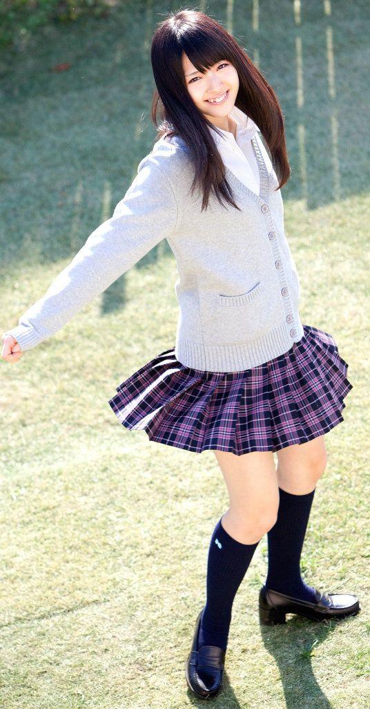 鈴木愛理制服姿で可愛い画像