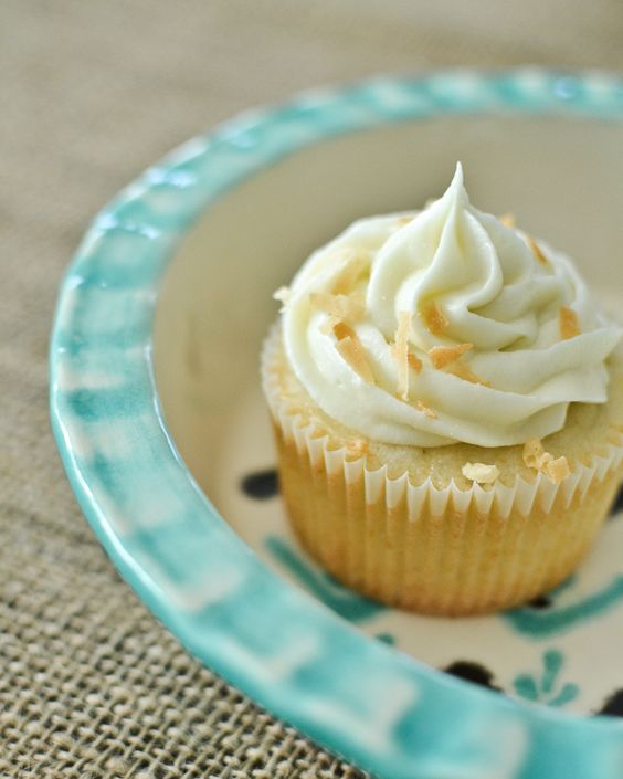 Maurine Dashney   A Mostly-Baking Lifestyle Blog: Coconut Cake or Cupcakes