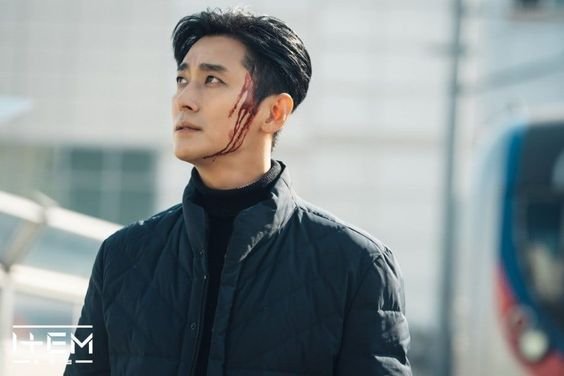 "Joo Ji Hoon Reveals How Much Work Went Into The Intense ""The Item"" Opening Scene"