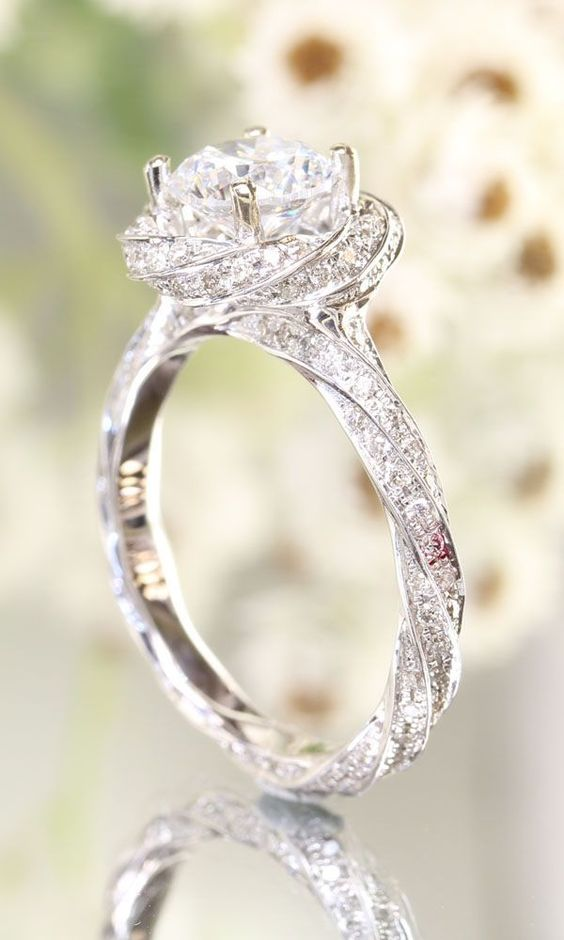 stunning twist halo wedding #engagementring #diamondring #ring #wedding