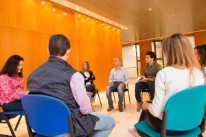 Miguel Rabaneda asegura que escuchar es la base de la comunicación en un taller de Dircom Castilla y León. Los participantes del taller tuvieron la oportunidad de entrenarse en la improvisación.
