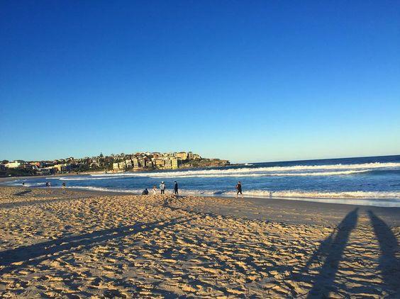 (Loc) Posted on May 24 2016 at 06:38PM: school終わりにkazukiにbondibeach連れて来てもらった 砂は真っ白海は水色写真よりもっと綺麗 #bondibeach #australia #sea #sydney #walking #workingholiday #ボンダイビーチ #オーストラリア #海 #シドニー #ワーホリ by misa0323