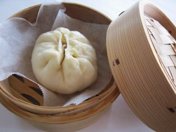 Homemade NIKUMAN (Chinese Steamed Bun with a filling of pork)