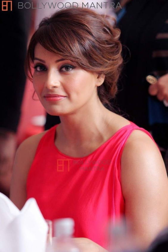 I am not pregnant, Bipasha Basu again denies pregnancy rumour