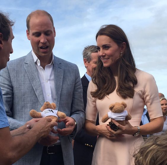 """Emily Nash on Twitter: """"William and #Kate were given @WaveProject teddies for #PrinceGeorge and #PrincessCharlotte on the beach #minitour"""