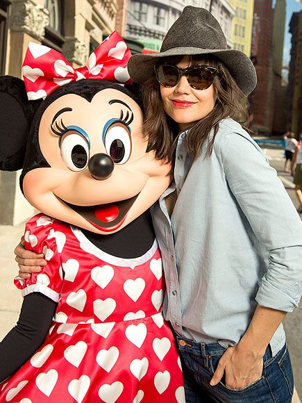 Katie Holmes looked casually chic in a floppy fedora and tortoise cat-eye sunnies, paired with jeans and a button-down, at Disney World!
