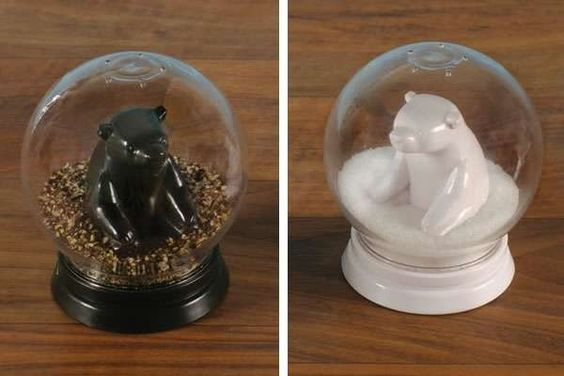 Snazzy Snow-Globe Shakers - The Neato Snowglobe Salt and Pepper Shakers Shake Things Up (GALLERY)