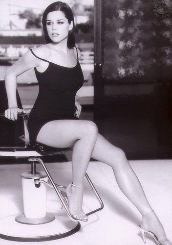 """Neve Campbell. Canadian born and raised in Guelph Ontario. """"Scream"""" """"Wild Things"""" """"Party of Five"""" series"""