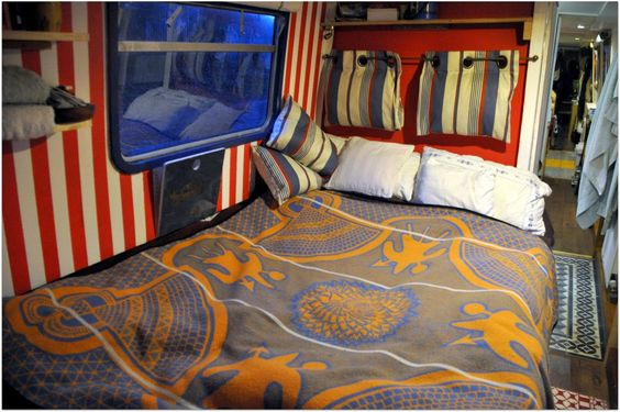 Moon to Moon: Houseboat... Kismet - are those pillows hung above the bed for leaning against??