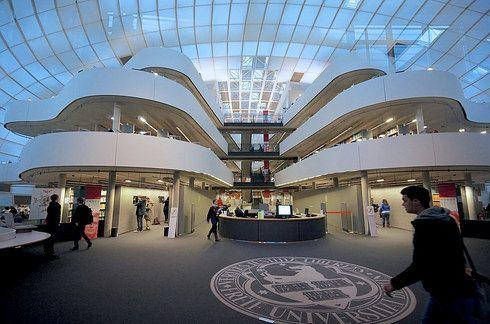 La biblioteca de Filología de la Universidad Pública de Berlín (Alemania).