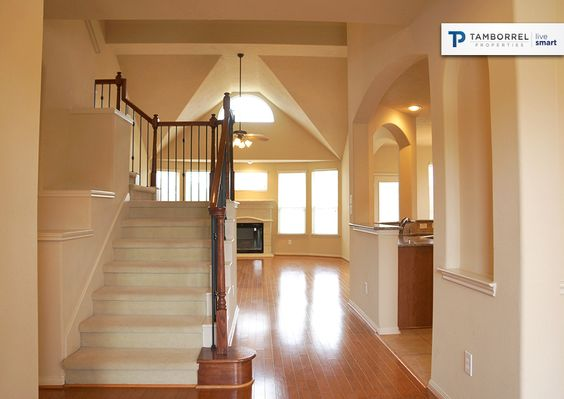 2 Granite Path's beautiful staircase and entry #stairs #staircase #entry #wood #flooring #decor #desing #sales #houston #texas #realestate #tamborrel #home #dwelling #housing #thewoodlands