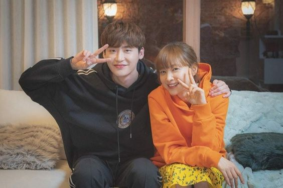 """Lee Jong Suk And Lee Na Young Talk About Working Together As They Say Their Farewells To """"Romance Is A Bonus Book"""""""