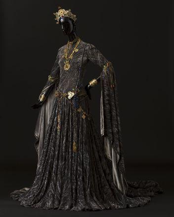 Robe & accessoires pour L'Aigle à deux Têtes, YSL 1978 Théâtre - Expositions - Archives Pierre Bergé Yves Saint Laurent