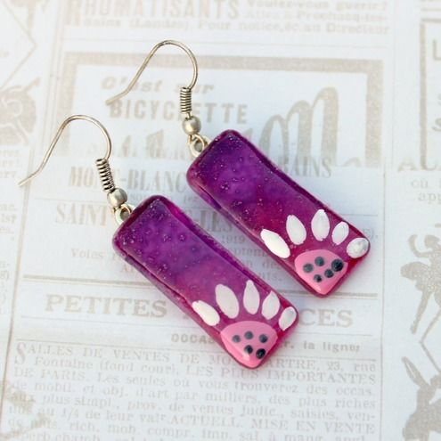 Hand painted amaranthine glass earrings with daisy flower £10.00
