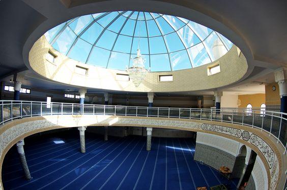 Genevilliers, la nouvelle mosquée. La verrière est en triple vitrage : un double vitrage rempli à l'argon pour éviter les déperditions de chaleur, plus, côté extérieur, un vitrage à contrôle solaire bleu pour limiter l'irradiation directe et garantir le confort d'été.