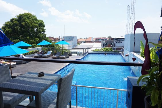It's so clean, so blue, and so bright ☀️ #J4hotelslegian #J4hotels #LifestyleHotel #Lifestyle #HotelBali #Holiday #InstaTravel #Vacation #LegianBali #Wanderlust #Destination #LegianStreet #RoofTopPool #RoofTopSwimmingPool #Bali #Indonesia #HappyHour #Traveler #Backpacker #HappyLife #Sunshine #Bright #Summer #Blue #Pool #Clean #Skypool #BlueSky