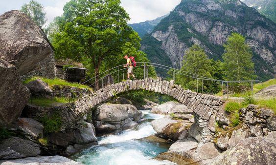 Bogenbrücke beim Weiler Puntid - Maggiatal