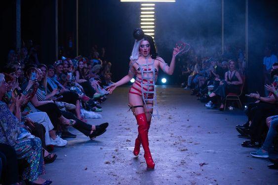 Para personas trans, sin género y drag queens: cómo es la nueva moda que incluye a todes