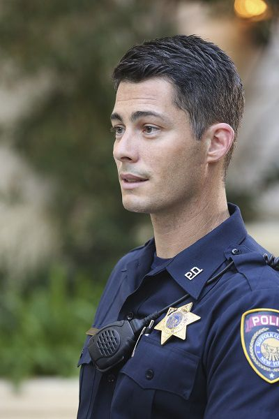 My new favorite from Revenge. He has been dubbed (by me alone) as Officer McHotty. And I'm not even joking a little bit.