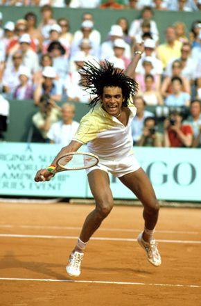 1983, année du sacre de Yannick Noah à Roland-Garros. Dreads au vent, poignet...