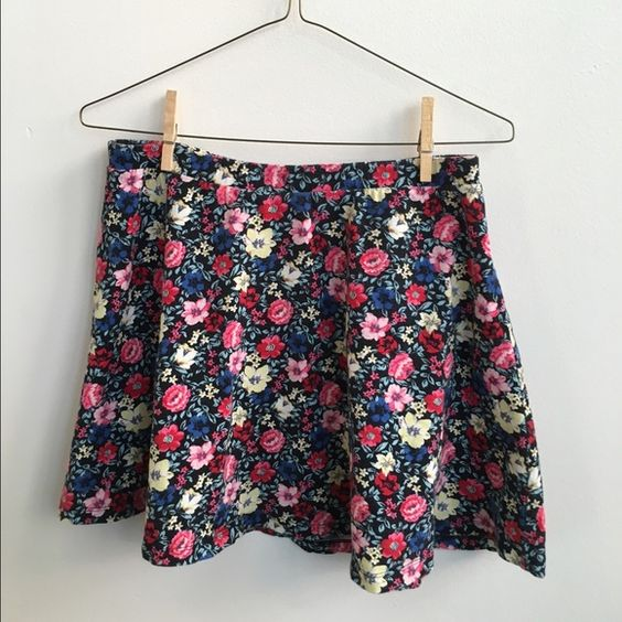 Floral Stretch Skater Skirt Floral Stretch Skater Skirt from Forever 21. Gently used condition. Forever 21 Skirts Circle & Skater