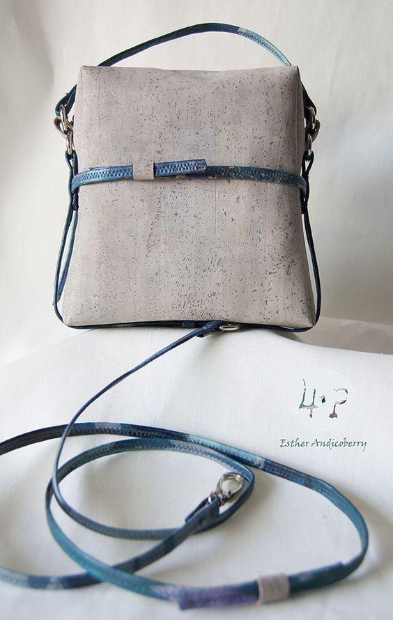 Bolso de corcho, pintado y hecho a mano por 4ªPiel.